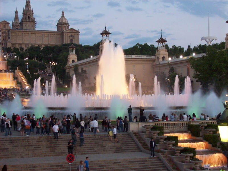 public square to hang out - pub crawl barcelona